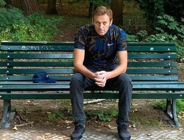 Навальный уверен, что за его отравлением стоял лично Путин
