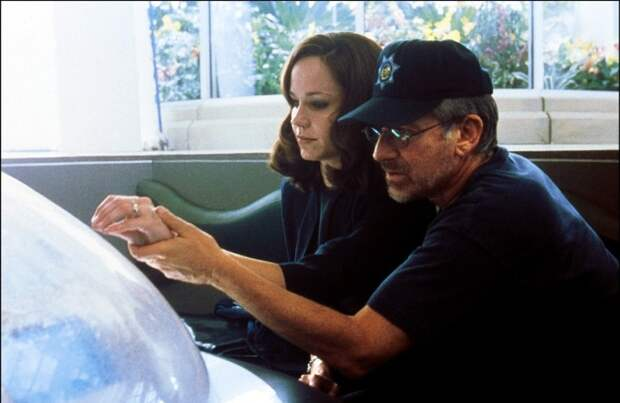Фрэнсис О`Коннор и Стивен Спилберг во время съёмок фильма «Искусственный разум». Фото
