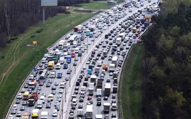 Крупная авария на МКАД: четыре грузовика и легковушка
