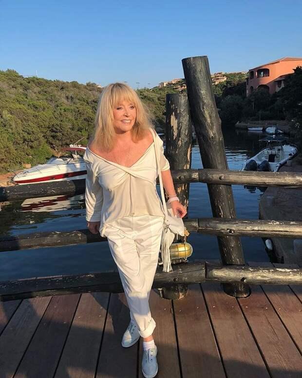 «Хоть бы лифчик надела»: 69-летняя Пугачева ошеломила поклонников фото с отдыха