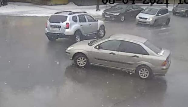 Жесткое лобовое столкновение в центре Петрозаводска попало на видео