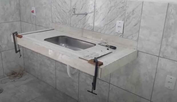 Столешница из бетона с отверстием под раковину