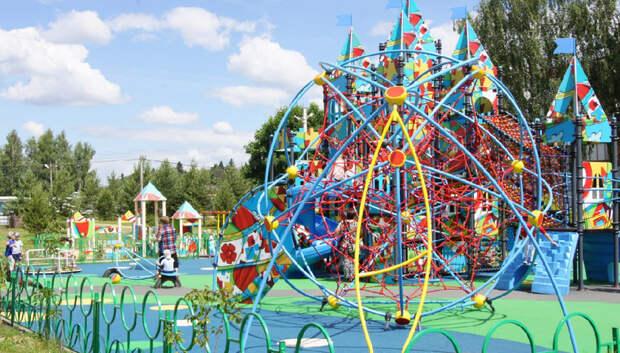 240 детских площадок по губернаторской программе установили в Подмосковье с начала года