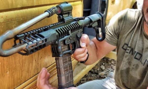 Стрелок согнул ствол автомата и попробовал выстрелить: видео с полигона
