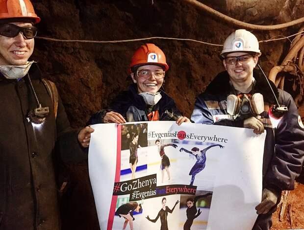 Болельщица Медведевой объяснила, зачем опустила плакат сфигуристкой наглубину 630 метров