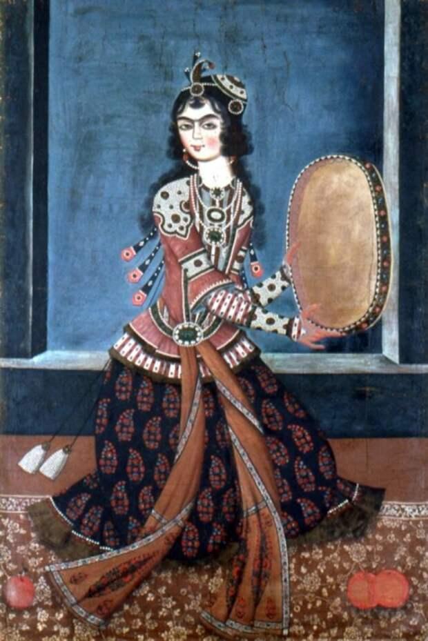 Девушка с дафом (бубном, в котором звенят колечки с внутренней стороны обода).