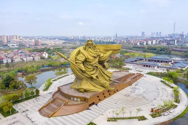 По просьбам трудящихся: в Китае потратят огромную сумму на демонтаж статуи, которая не понравилась жителям