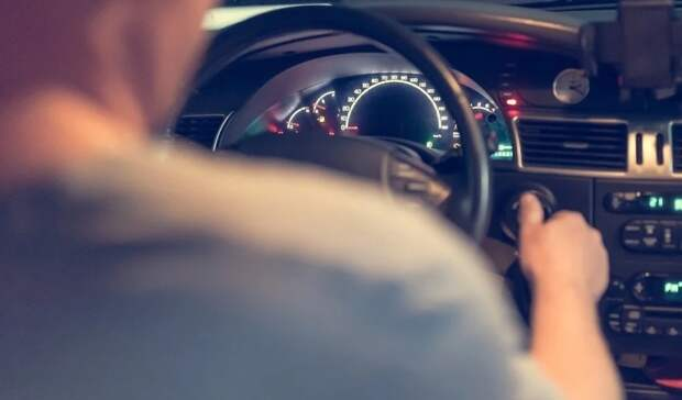 Автоэксперт Хресин напомнил автомобилистам, как водить в жару