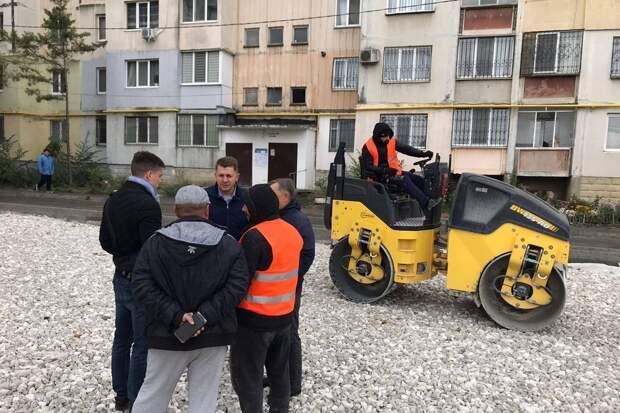В Симферополе завершается благоустройство дворов