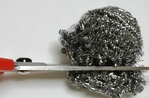 Мелко нарежьте металлическую губку или несколько / Фото: heaclub.ru