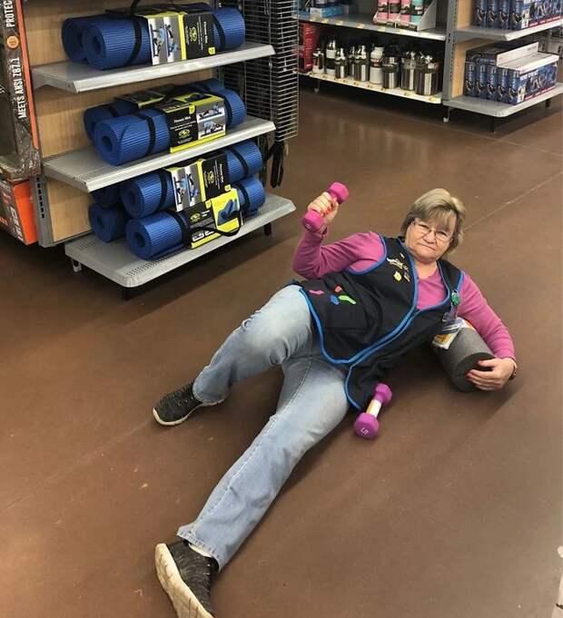Бабуля-приколистка прославилась, позируя для рекламы супермаркета Walmart