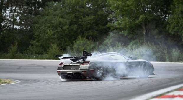 Самый быстрый в мире автомобиль снят с производства
