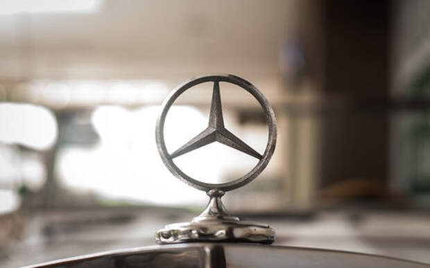 Мерседес отзывает 1,3 тыс. автомобилей из-за дефекта тормозов и багажника