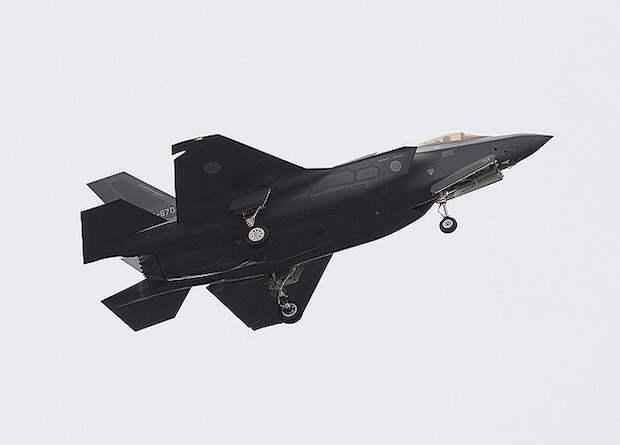 Более 40 истребителей F-35 остались без работающих двигателей