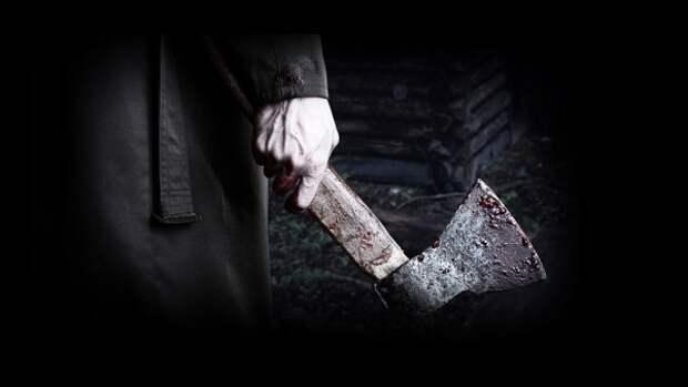 В Севастополе мужчина с топором покалечил прохожего