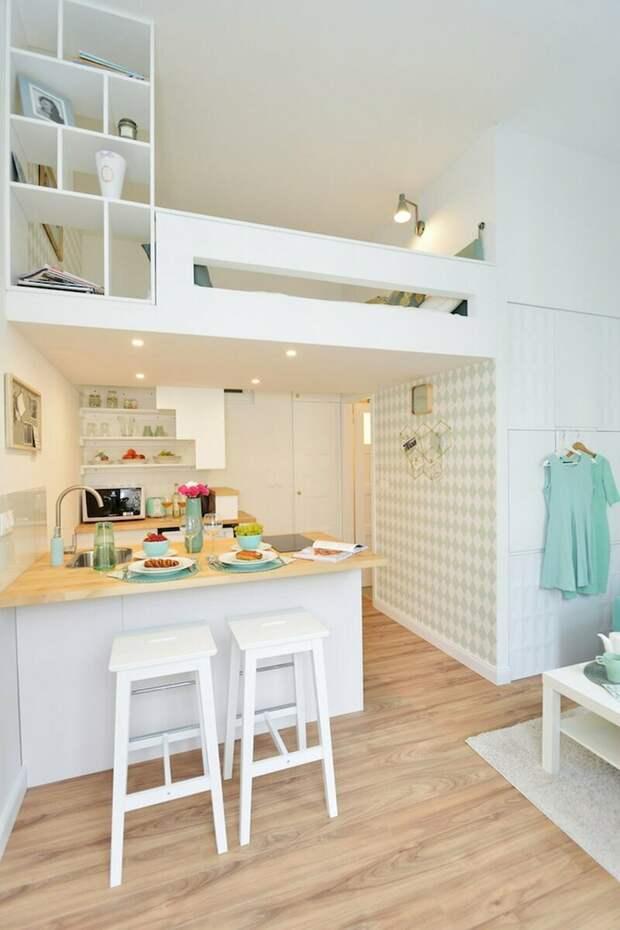 Приятная студия с летним настроением. Обзор мини-квартиры 19 кв.м. со вторым уровнем