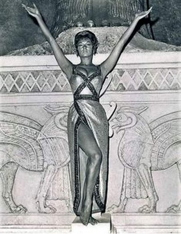 Красотка из 60-ых Нэнси Ковак