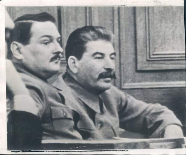 1939. Москва. Советские вожди Иосиф Сталин и Андрей Жданов