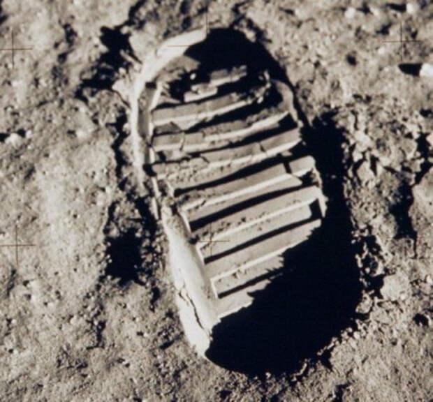 Apollo11Bootprint