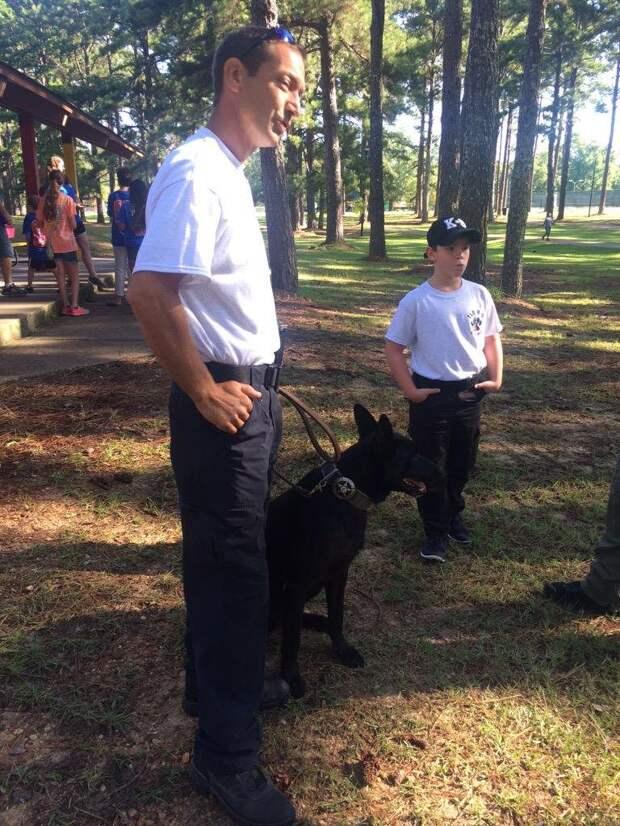 Преступники затащили копа в лес, и уже собрались убить его, но внезапно появился пес…
