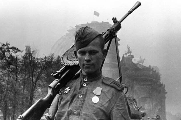 Авторов документа, назвавших Великую Отечественную войну фейком, надо не осудить. А судить