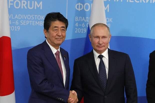 Владимир Путин и Синдзо Абэ. Фото: Kremlin Pool/via Globallookpress.com/www.globallookpress.com