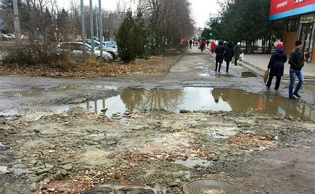 Засыпавшего яму на дороге таганрожца оштрафовали на 300 рублей. Яму приказали восстановить