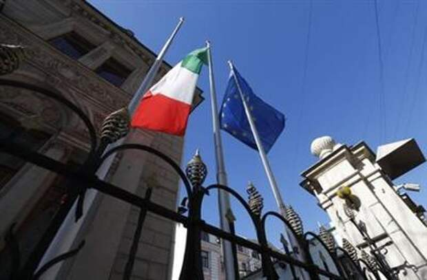 A view shows flags of European Union and Italy outside the Italian embassy in Moscow, Russia March 29, 2018. REUTERS/Maxim Shemetov