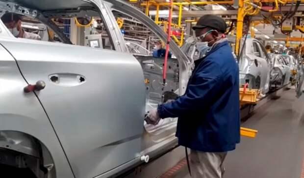 Большие проблемы без маленьких чипов: автозаводы мира сокращают производство