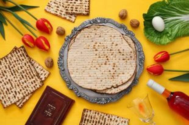 Баранья кость и никаких дрожжей. Что едят на еврейскую Пасху