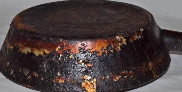 Как я легко очистил древнюю сковородку от нагара за два с половиной часа