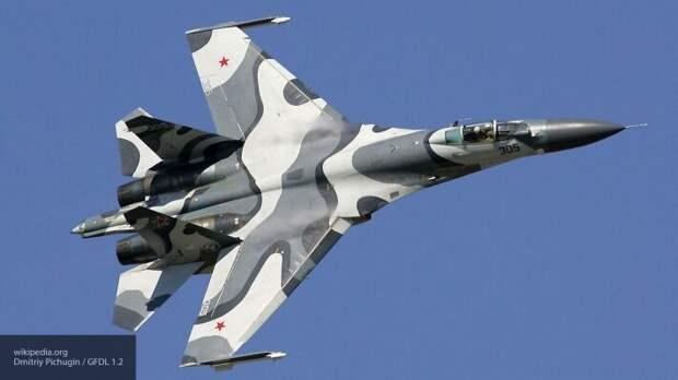 В акватории Черного моря ищут пилота упавшего истребителя Су-27 ВКС России
