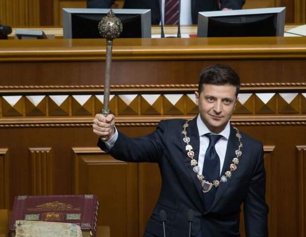 Зеленский не хочет подписывать закон об импичменте: в Раде негодуют