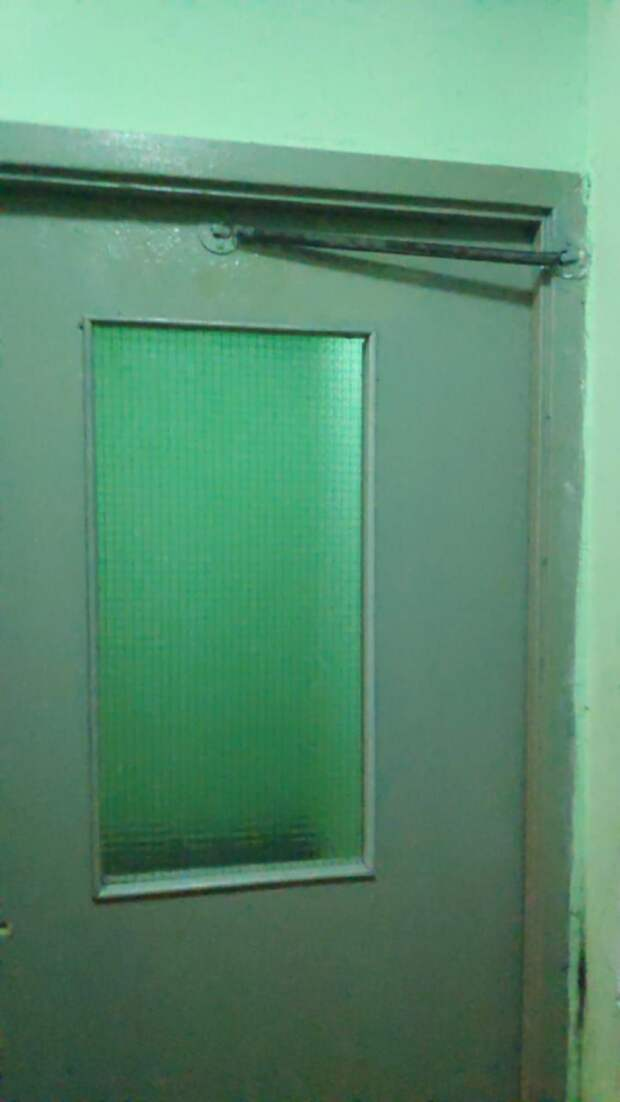 На Талдомской восстановили доводчик двери
