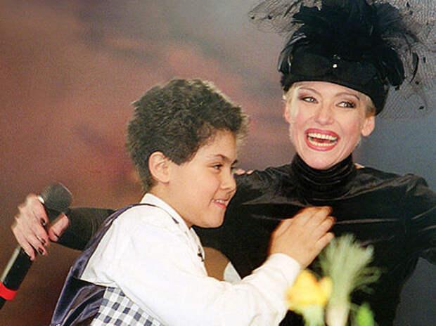 Ирина Понаровская на сцене с сыном Энтони