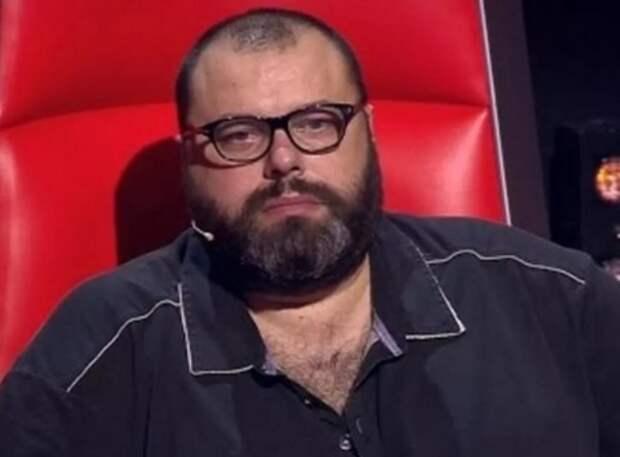 Максим Фадеев полностью потерял слух и выступает на сцене в шлеме