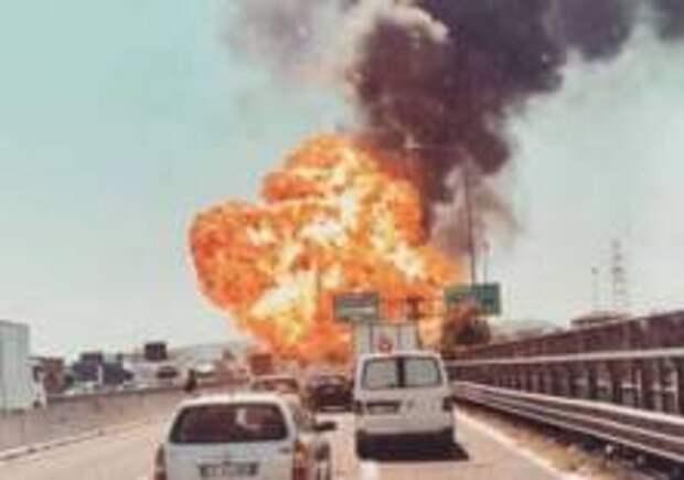 Взрыв разнес трассу в Италии