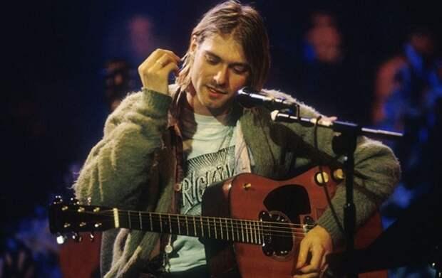 Самой дорогой гитарой вистории стал инструмент Курта Кобейна сконцерта Nirvana MTV Unplugged