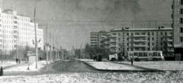 Фото дня: улица Фомичёвой в начале 70-х