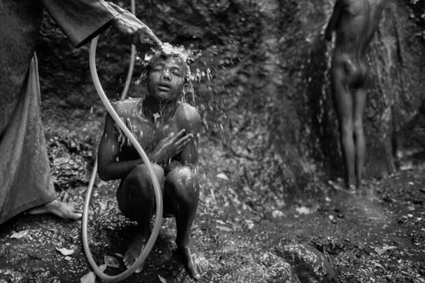Фотографии массового экзорцизма в Эфиопии. Фотограф Роберт Уоддингем 6