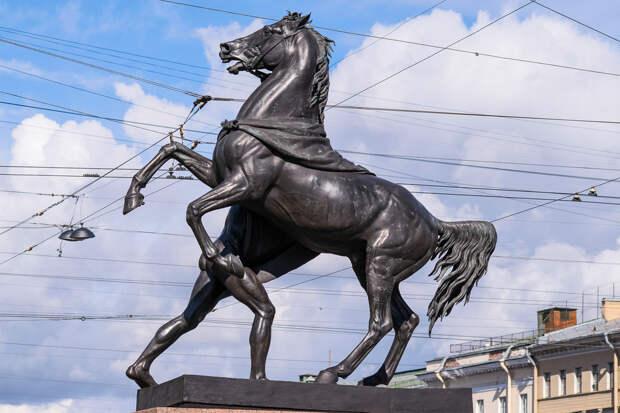 Скульптуры Аничкова мост в Санкт-Петербурге 4.jpg