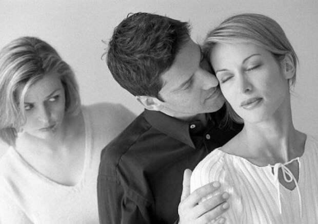 Муж тайно привёл любовницу...