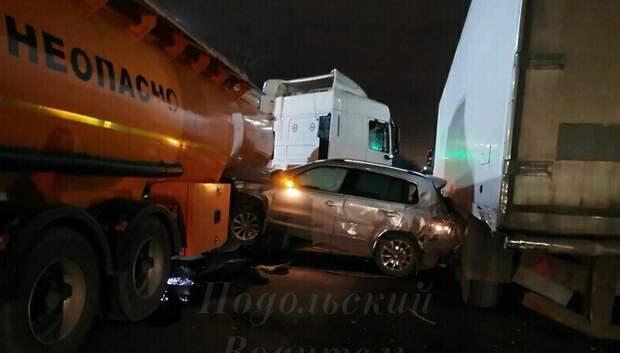 Водитель иномарки врезался в бензовоз на Большой Серпуховской улице