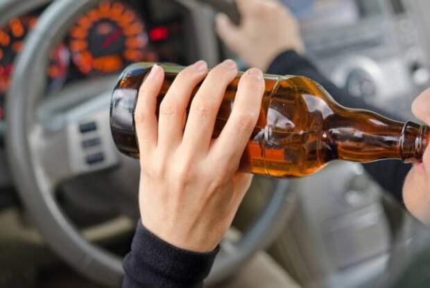 Можно ли пить безалкогольное за рулем? Ответ - нет. |Фото: newsbel.by.