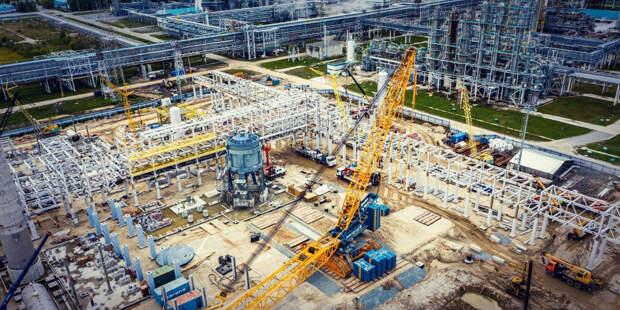 Видите большой серо-голубой агрегат чуть левее центра? Он сделан в Европе :) Источник фото: sibur.ru