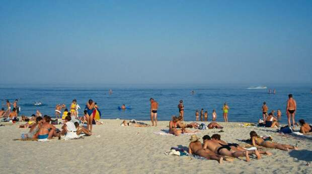 Роспотребнадзор разрешил купаться в Черном море в Крыму