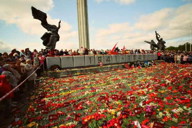 Россия не закрыла глаза на снос советских памятников за рубежом