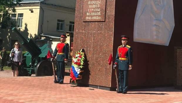 Цветы и венки возложили к памятникам ВОВ в Климовске