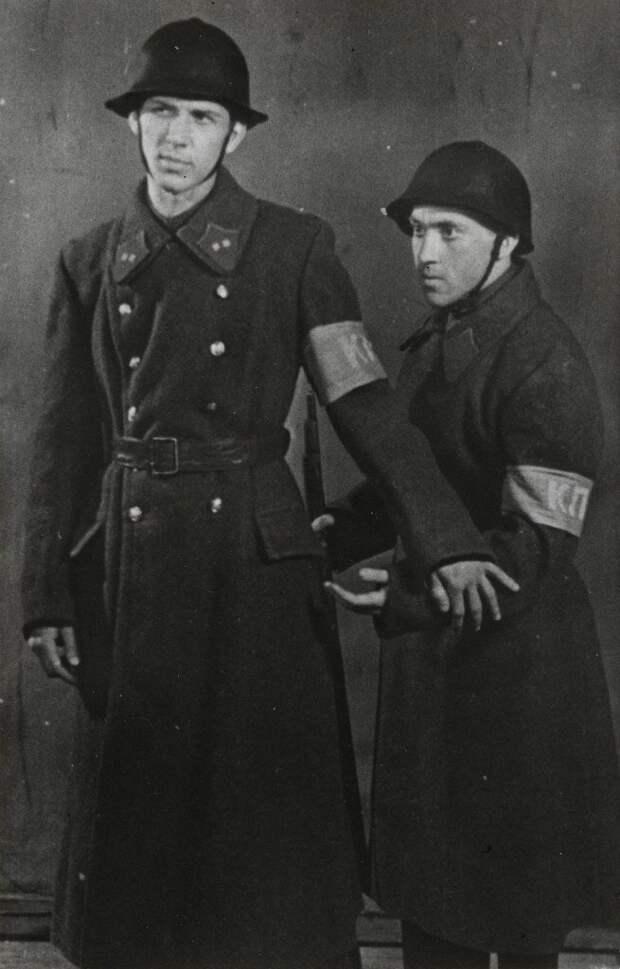 """1958 - """"Гостиница Астория"""" диплом, боец. Второй боец - Г. Фролов"""