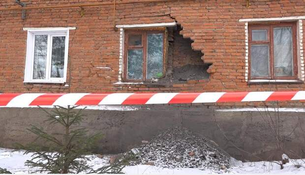 В Сарапуле обрушилась стена дома